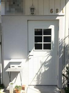 木製玄関ドアフルール知人宅